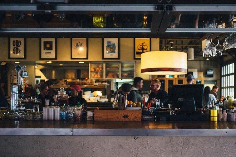 La importancia de la gestión musical en restaurantes