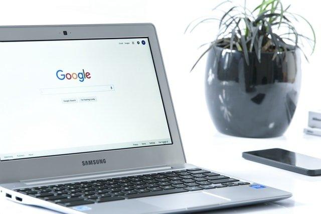 El turista digital consulta en internet todo