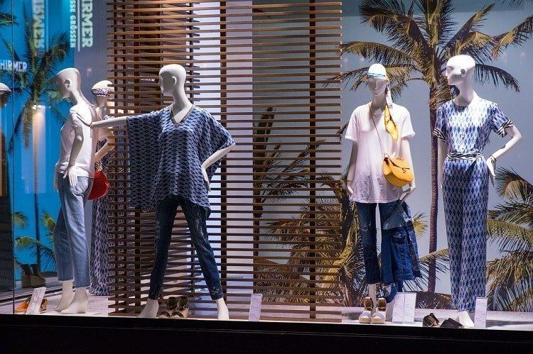 Técnicas de escaparatismo en tienda de ropa