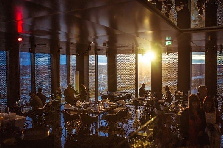 Gestión musical en restaurantes: más que un simple hilo musical