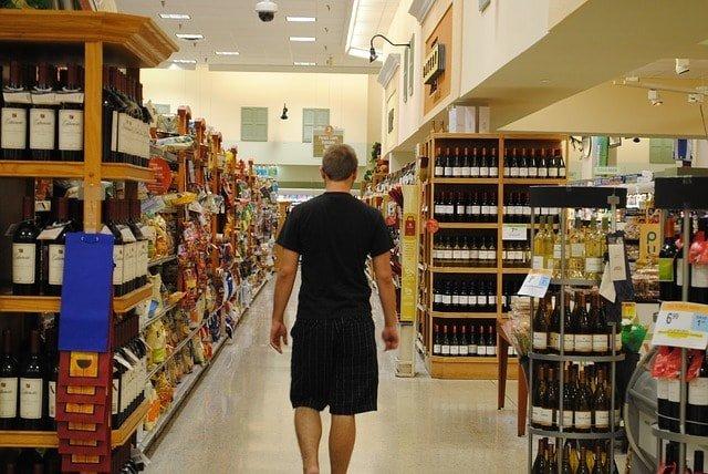Efectos de la música en consumidores en sección de vinos