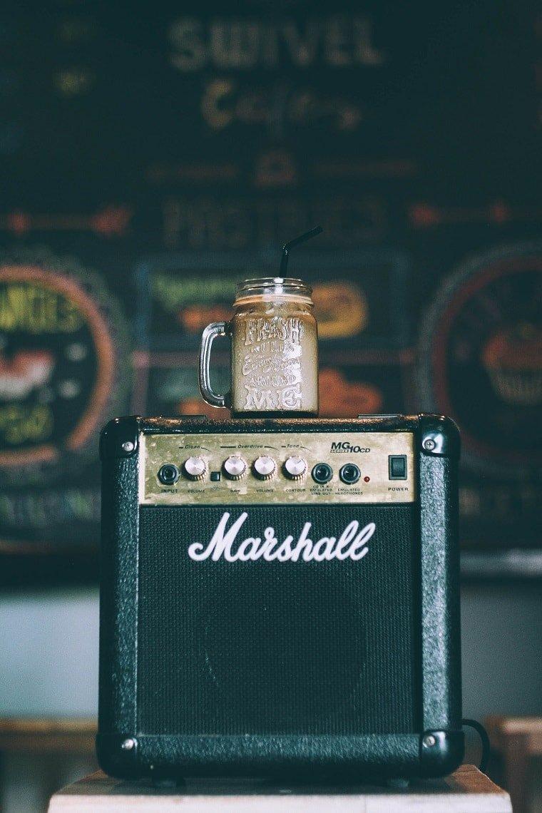 Elige la melodía adecuada para la música para cafeterías
