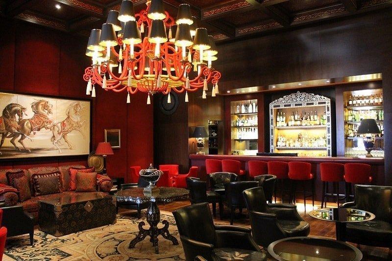 Seleccionar hilo acorde al estilo de música para hoteles de lujo