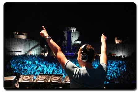 Contratar un buen DJ