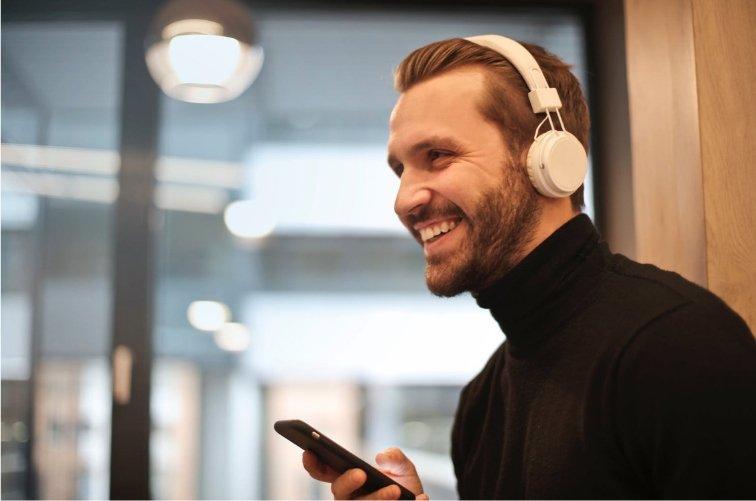 Conoce los beneficios de utilizar música ambiental sin derechos de autor